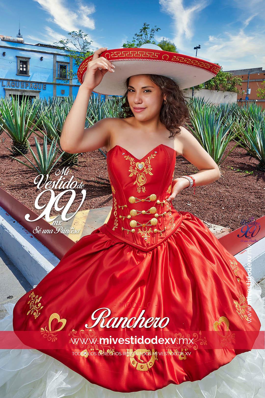 Bella mujer adolescente con vestido de 15 años tipo charro mexicano color rojo