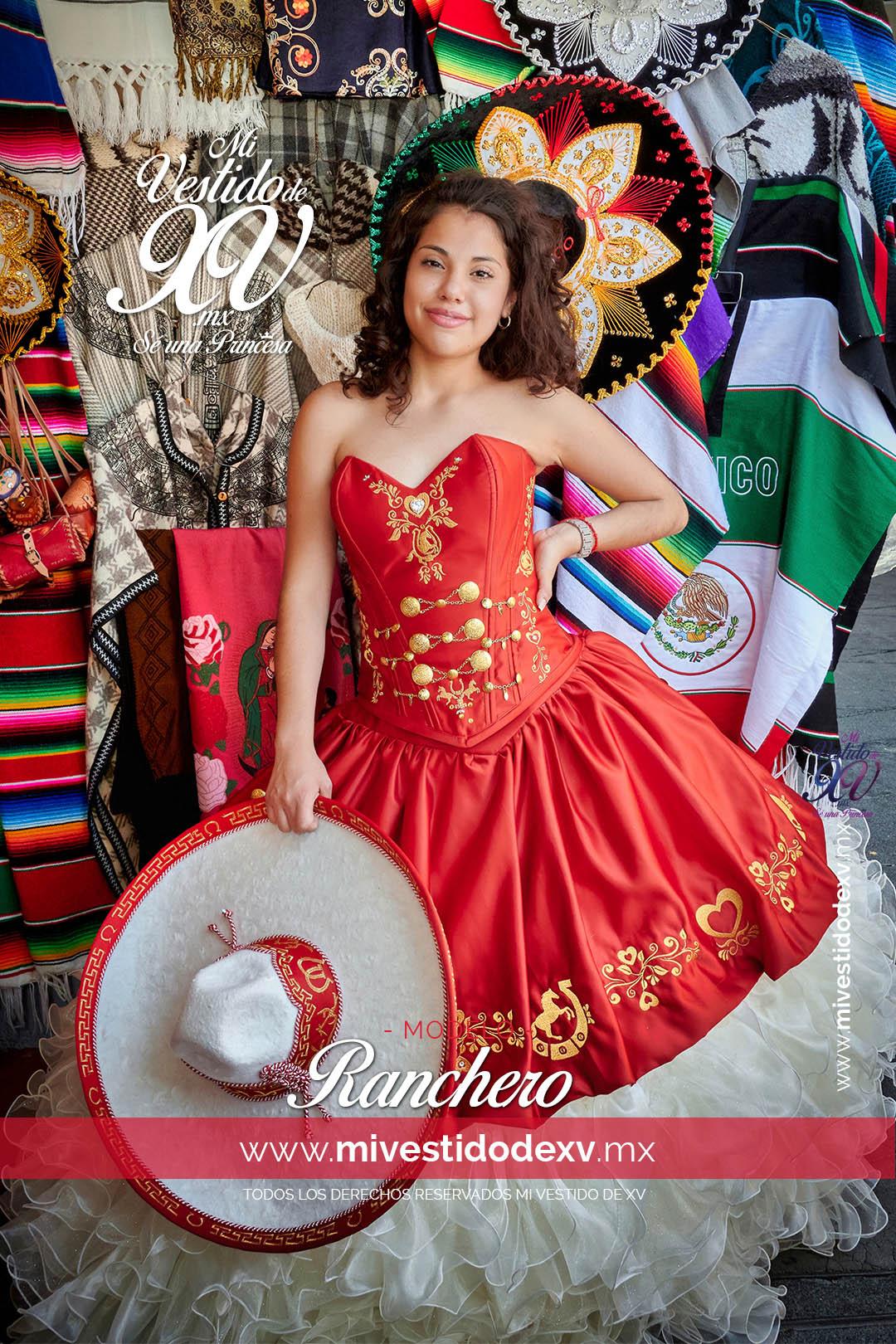 Quinceañera con vestido típico mexicano con olanes ranchero