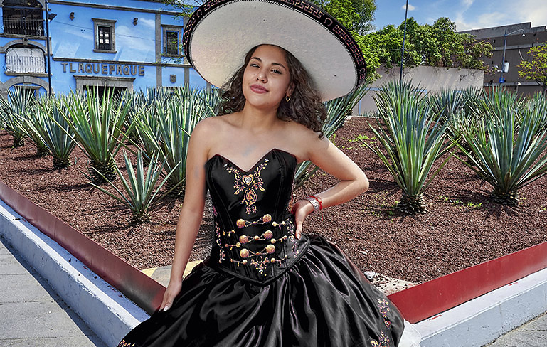 vestido mexicano ranchero modelo posado vestido