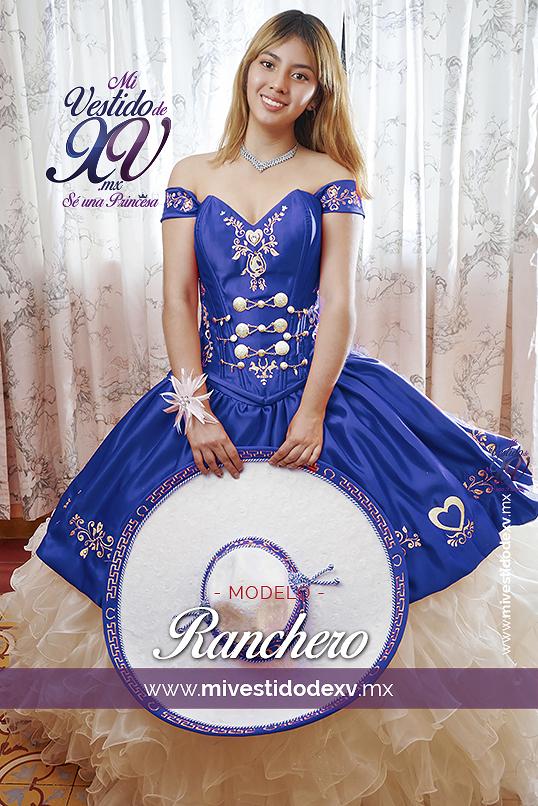 Quinceañera con Vestido de XV Charra