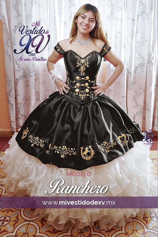 joven modelo con vestido mexicano bordado en México