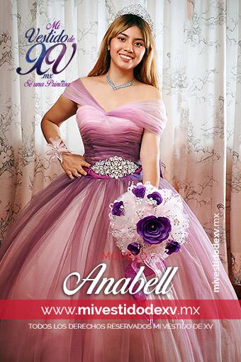 Vestido de noche o de XV años degradado en dos colores en rosa a lila con cinturón de pedrería